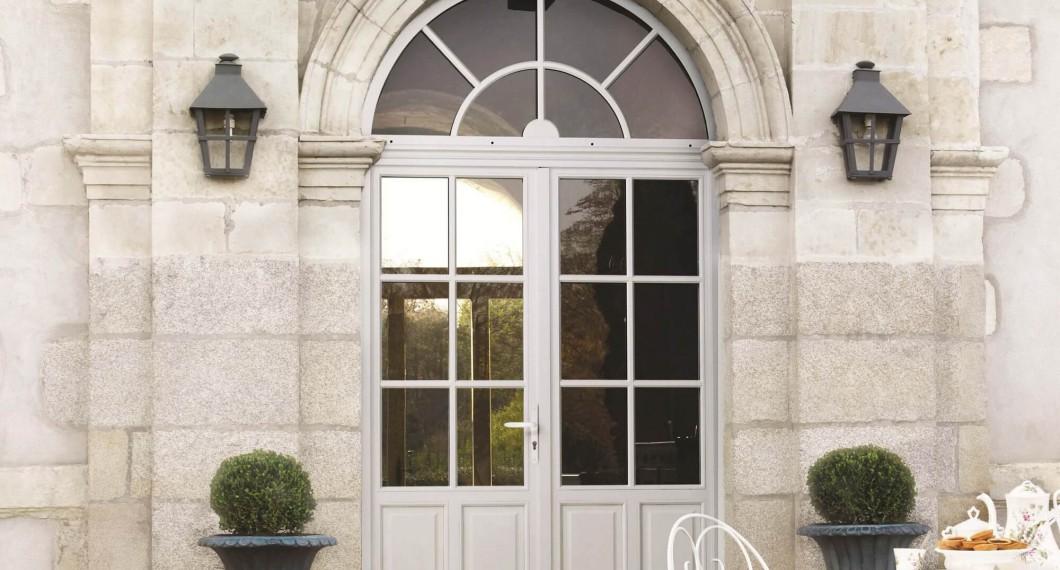 Porte d'entrée bois blanche