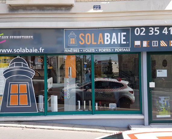 Façade du magasin de votre installateur Solabaie Le Havre, pour tous vos projets en neuf et en rénovation de fenêtres, portes, volets et portails