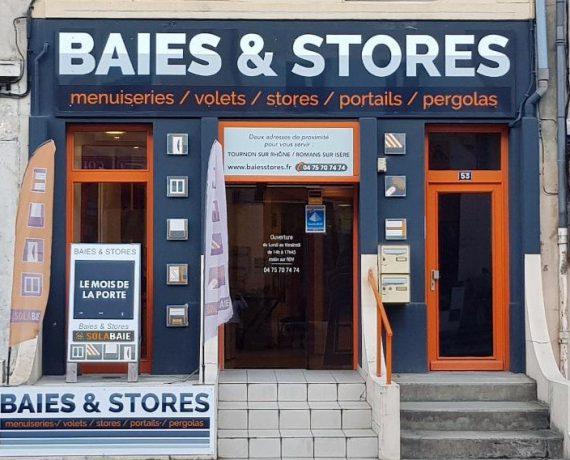 Venez rencontrer votre artisan Solabaie Baies et Stores dans son magasin de Tournon afin que nous vous proposions une solution pour toute demande de pose de fenêtres, portes, portails et volets