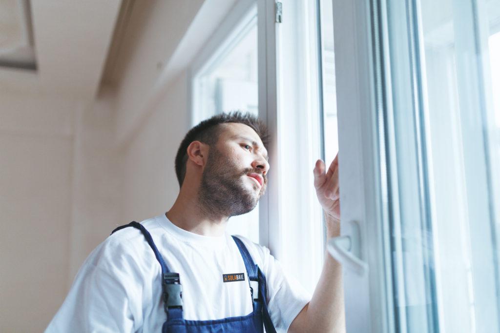 Votre professionnel Solabaie, du conseil à la pose de vos fenêtres, portes, volets et portails .